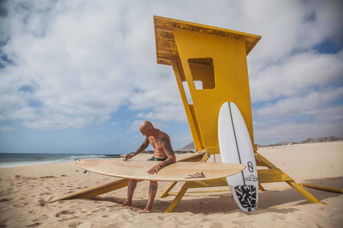 surfer teiva in fuerte